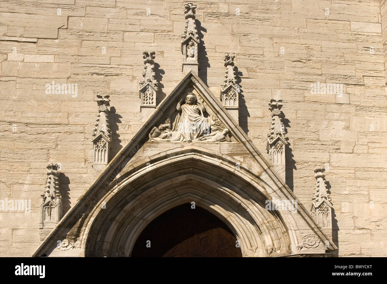 EUROPE SWEDEN Gotland Visby Svenska Kyrkan St Nicolaus Lutheran Cathedral entrance arch - Stock Image