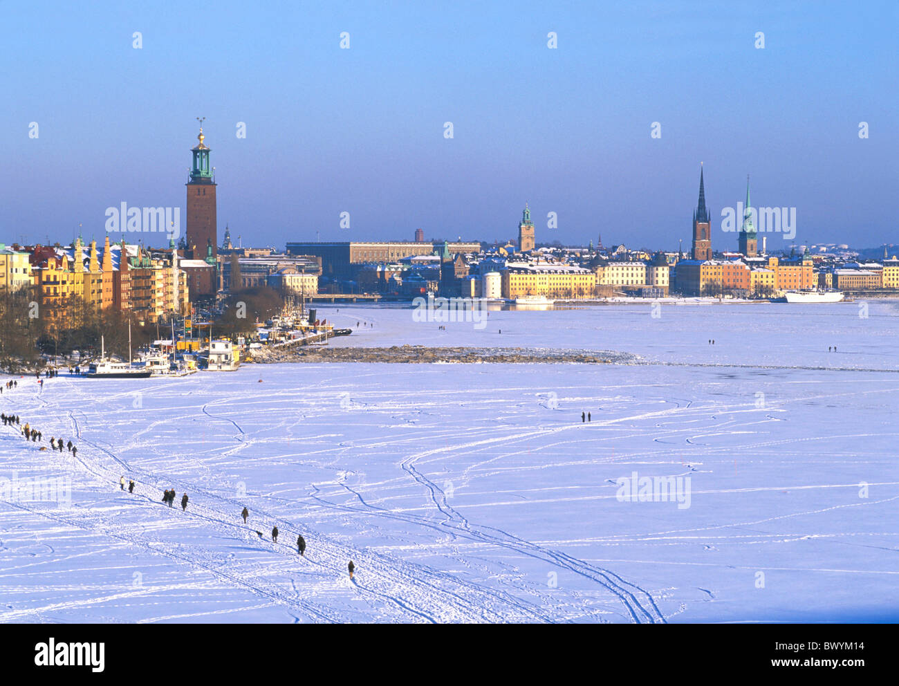 ice pedestrian froze coast people painting ares lake sea person snow Sweden Europe tracks traces town - Stock Image