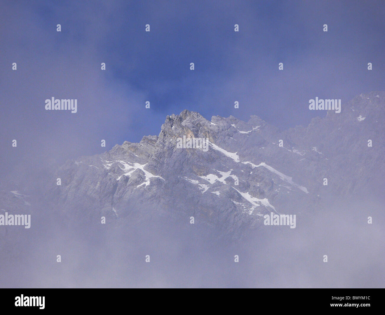 Rocky peaks of Yulong Snow Mountain in summer, Yulong Naxi Autonomous County, Lijiang, Yunnan Province, China - Stock Image