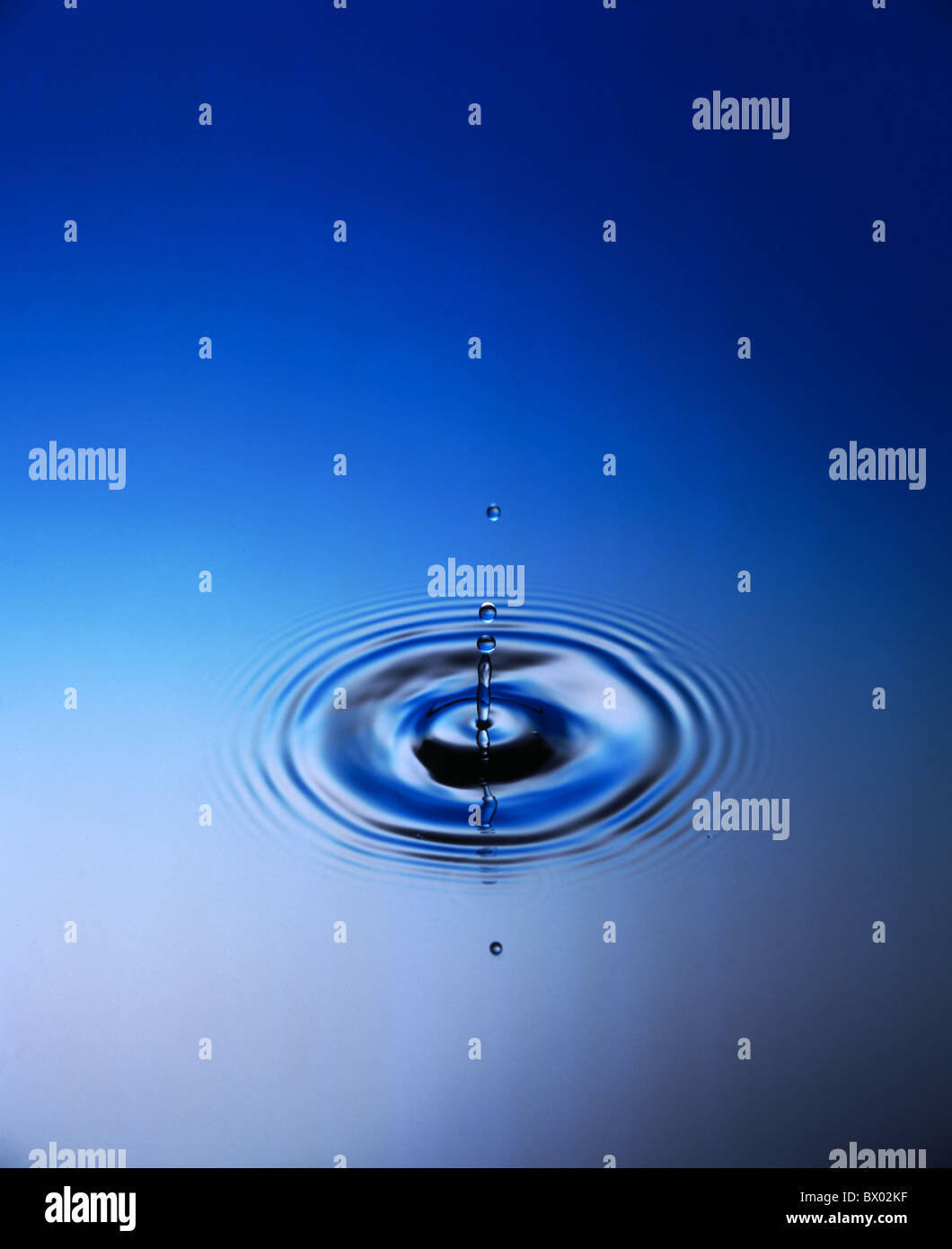 rings drops drips waters drops of water circles rings level ribs waves - Stock Image