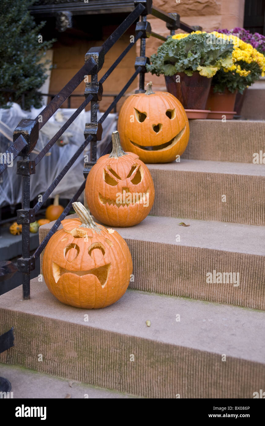Halloween pumpkins to greet trick-or-treaters on the steps of a brownstone in Park Slope , Brooklyn, NY. - Stock Image