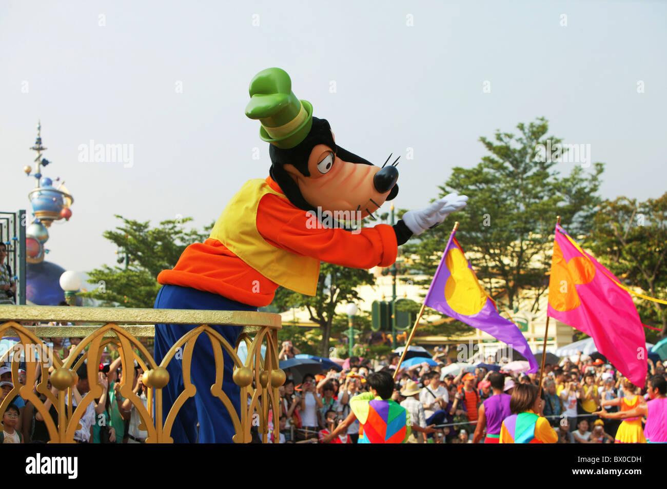 Goofy performers welcoming visitors, Fantasyland, Hong Kong Disneyland, Lantau Island, Hong Kong, China - Stock Image