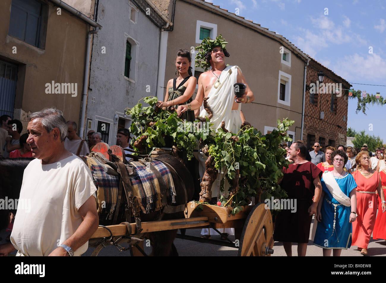 """Roman festival of the """"  God Bacchus """" Parade of  Bacchus and Ariadne his wife  BAÑOS DE VALDEARADOS    Burgos Stock Photo"""