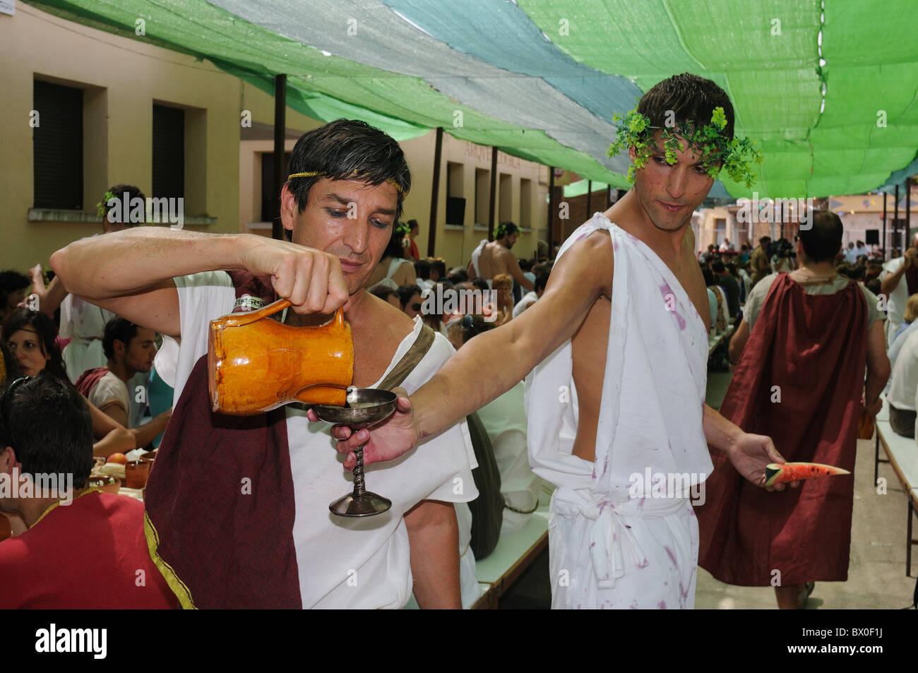"""Roman festival of the """"  God Bacchus """"  Representation of roman bacchanal  BAÑOS DE VALDEARADOS    Burgos    SPAIN Stock Photo"""