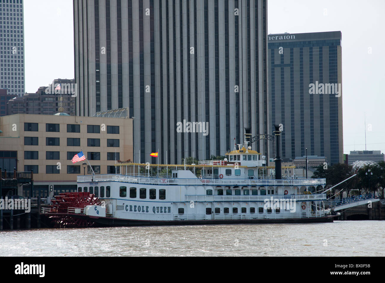 The Creole Queen entertains passengers on Mississippi River Cruises in New Orleans, Louisiana. - Stock Image