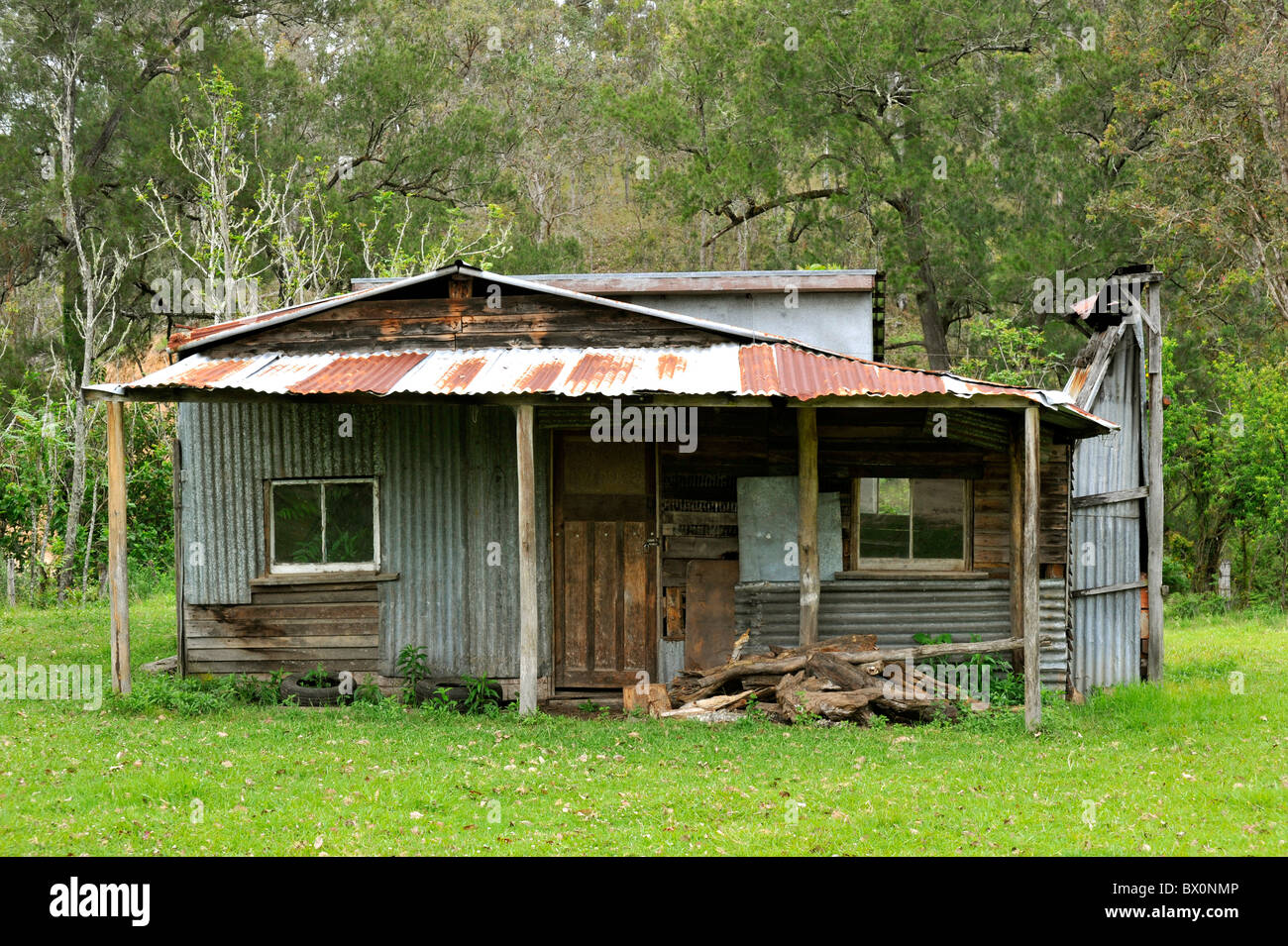 Corrugated Iron Bush hut in Australia - Stock Image