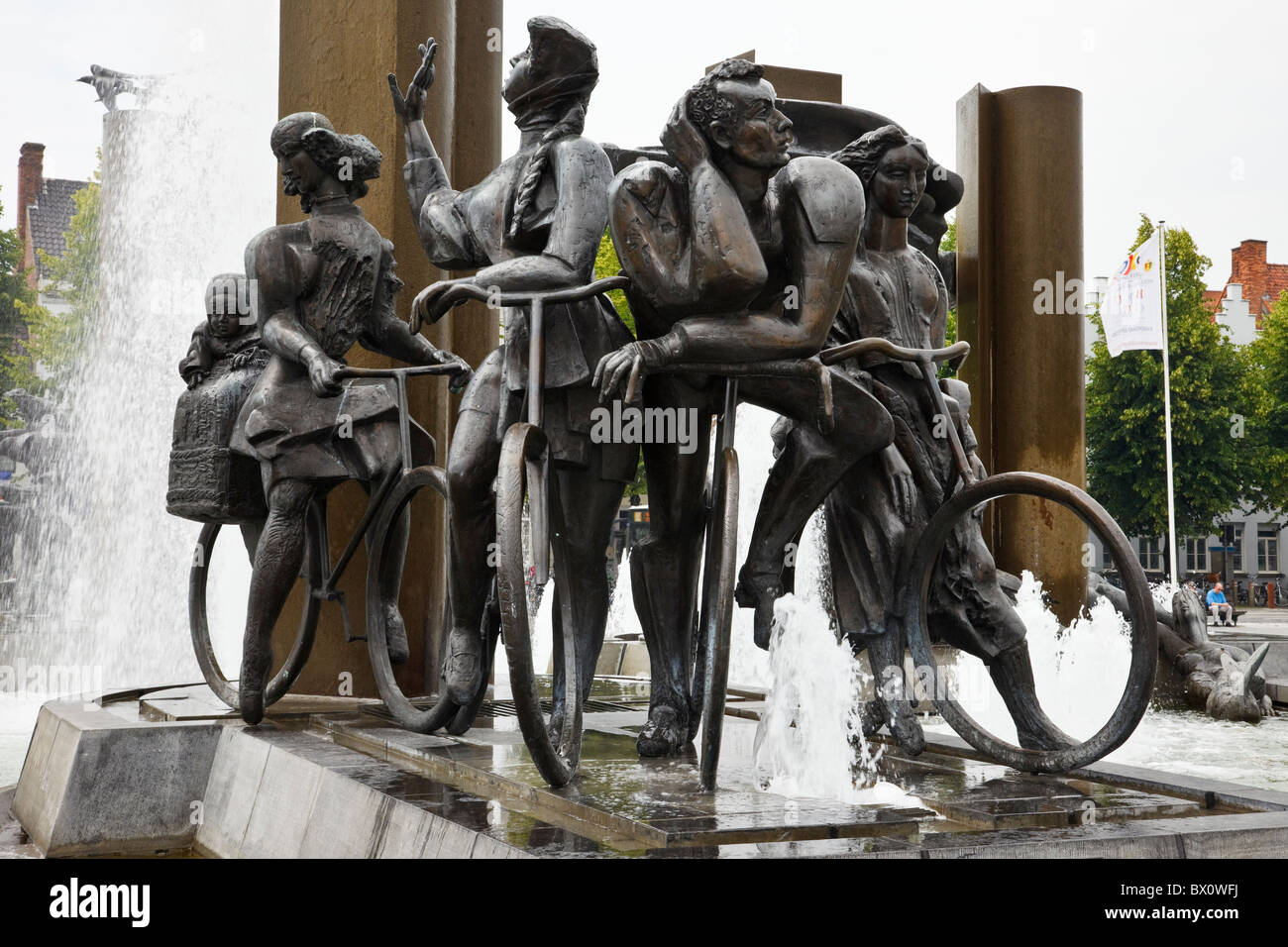 Het Zand, Bruges, East Flanders, Belgium, Europe. Fountain and sculptures depicting cyclists - Stock Image