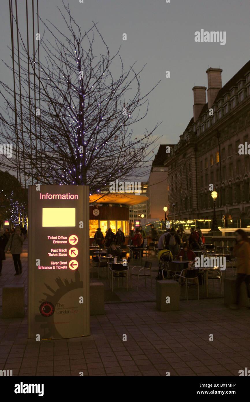 Zen Cafe Near The London Eye South Bank At Night Stock Photo