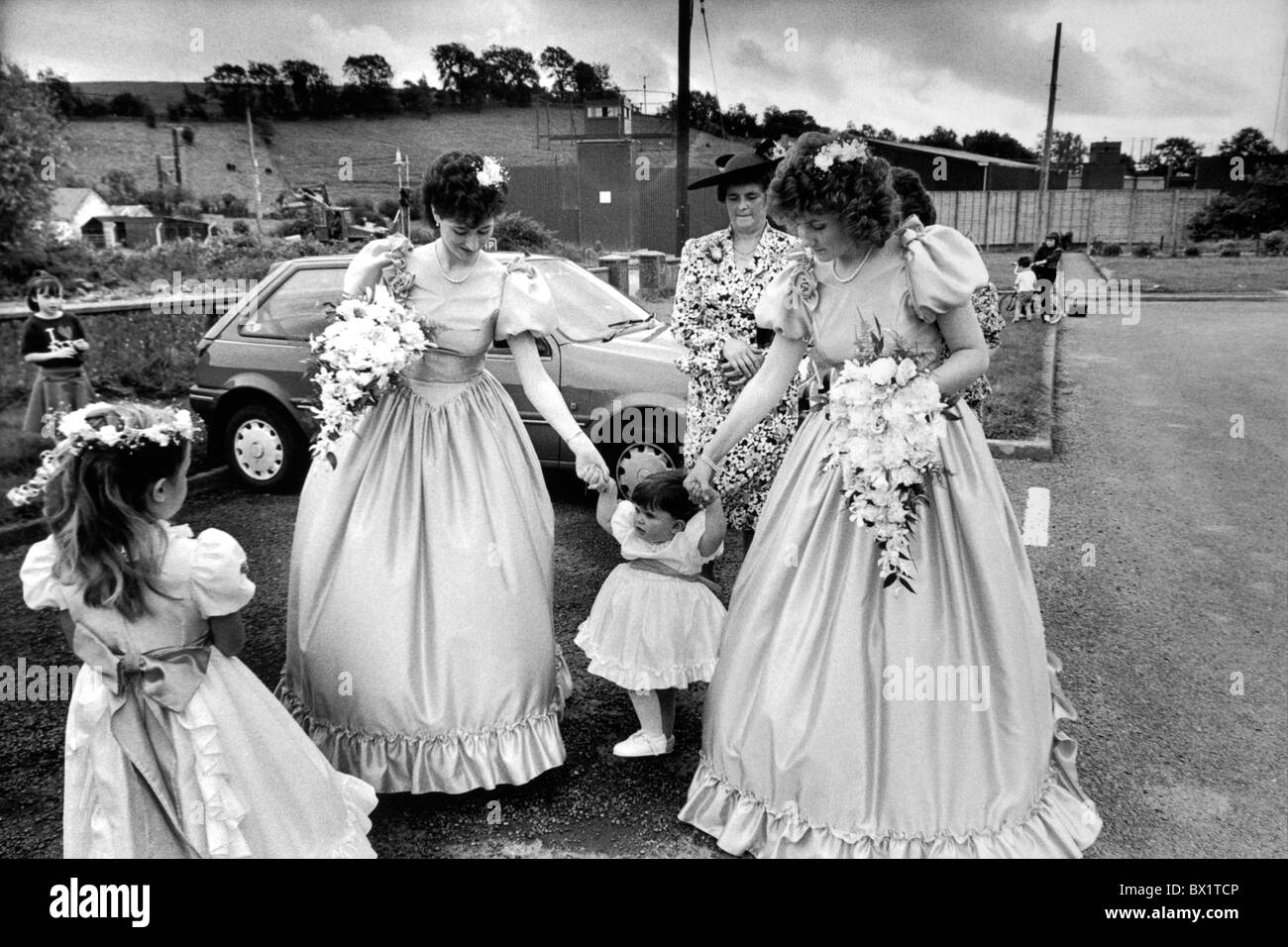 Wedding party at Aughnacloy, County Tyrone. The British Army border post behind. Northern Ireland 1990 - Stock Image