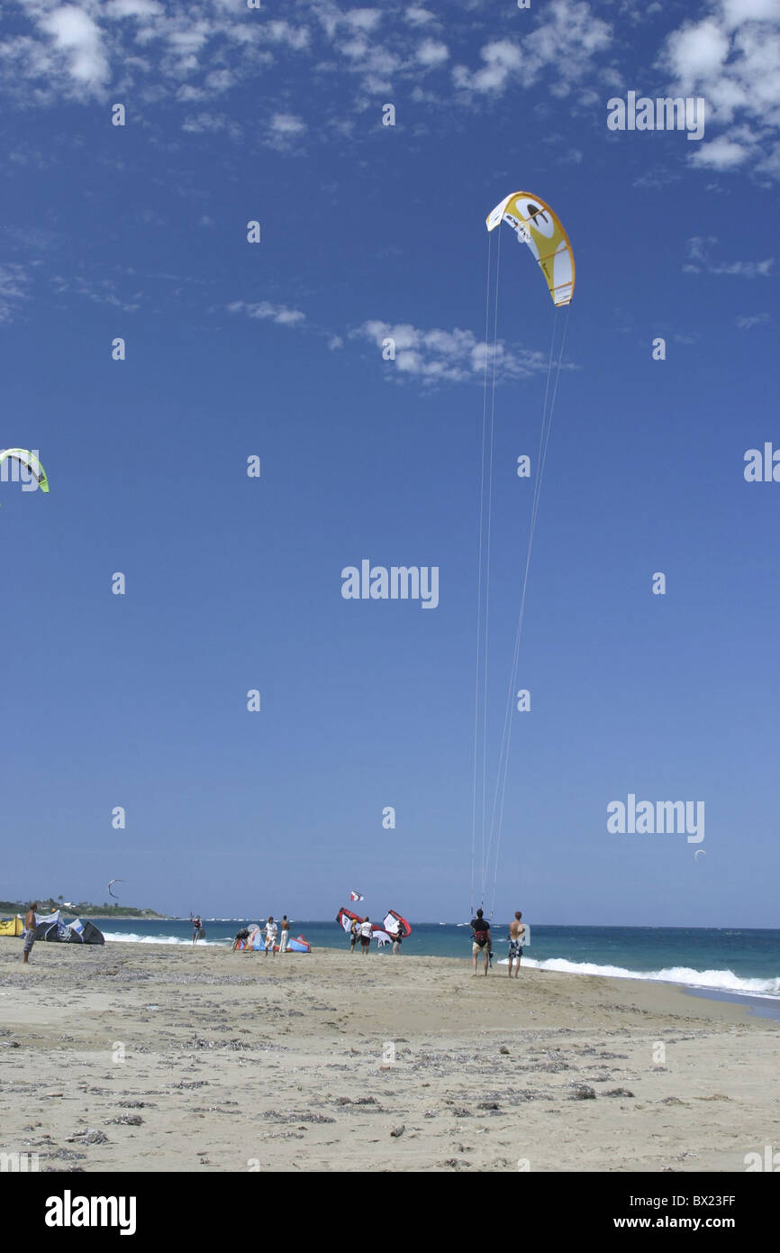 beach Kite fly hand-glide hang-glider sports no model release sea seashore spare time Caribbean Dominican - Stock Image