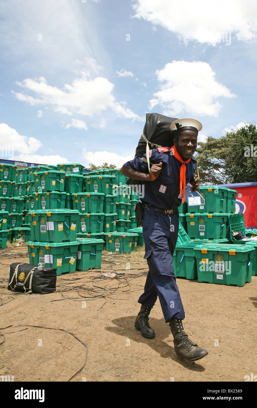 Kenyan scout helping Shelterbox to disribute aid following post-election violence Jan 2008, Nakuru Showground, Kenya - Stock Image