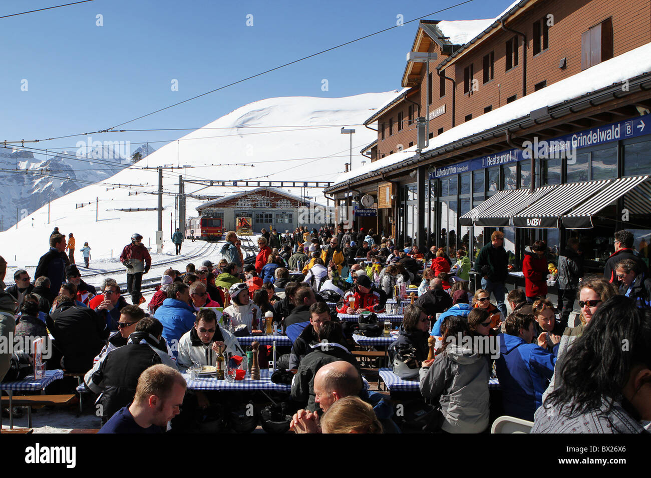 Kleine Scheidegg, Switzerland. Apres ski drinking and eating area at the Railway Station restaurant - Stock Image