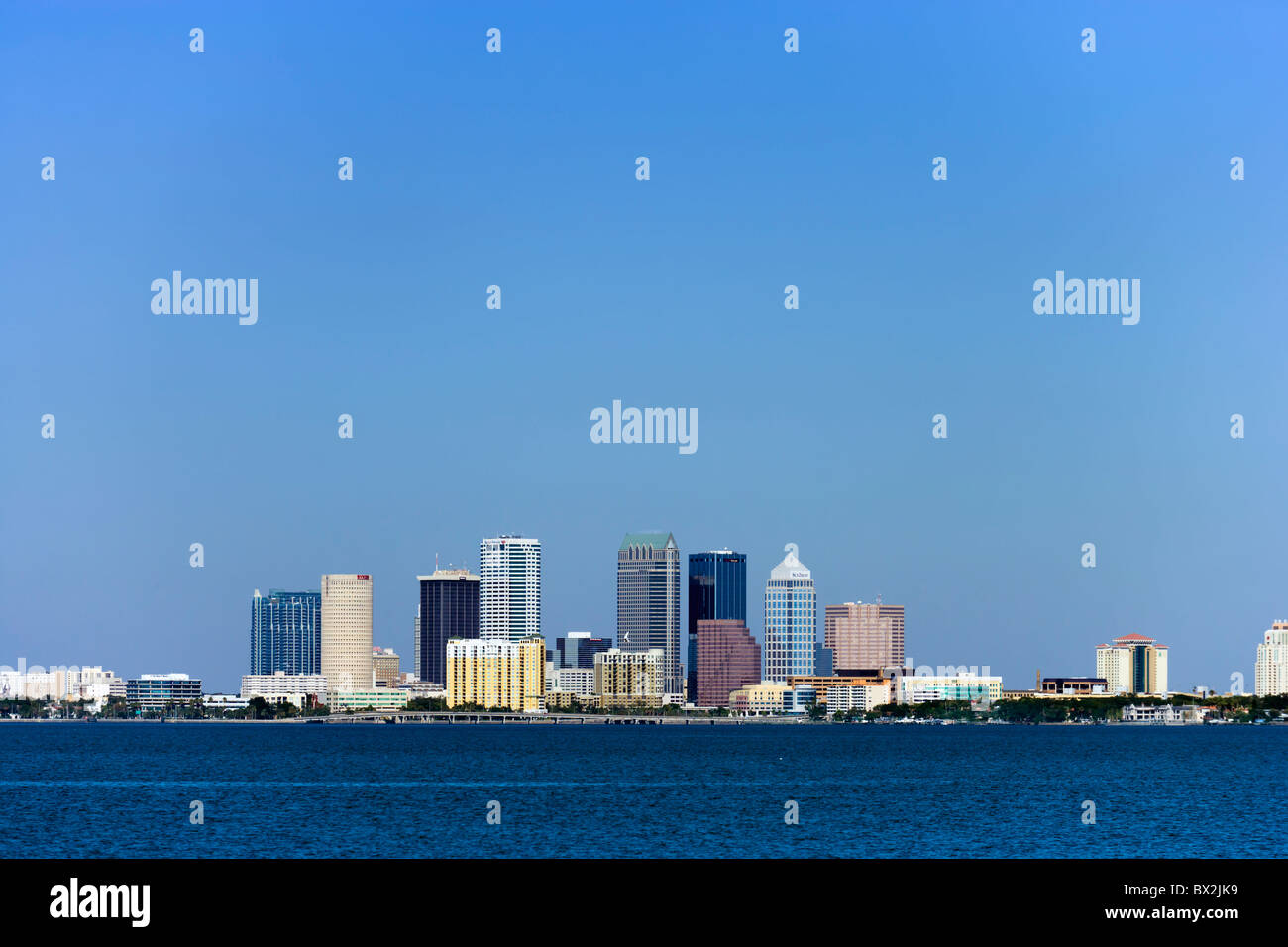 The city skyline across Tampa Bay from Ballast Point Park, Interbay Peninsula, Tampa, Florida, USA - Stock Image