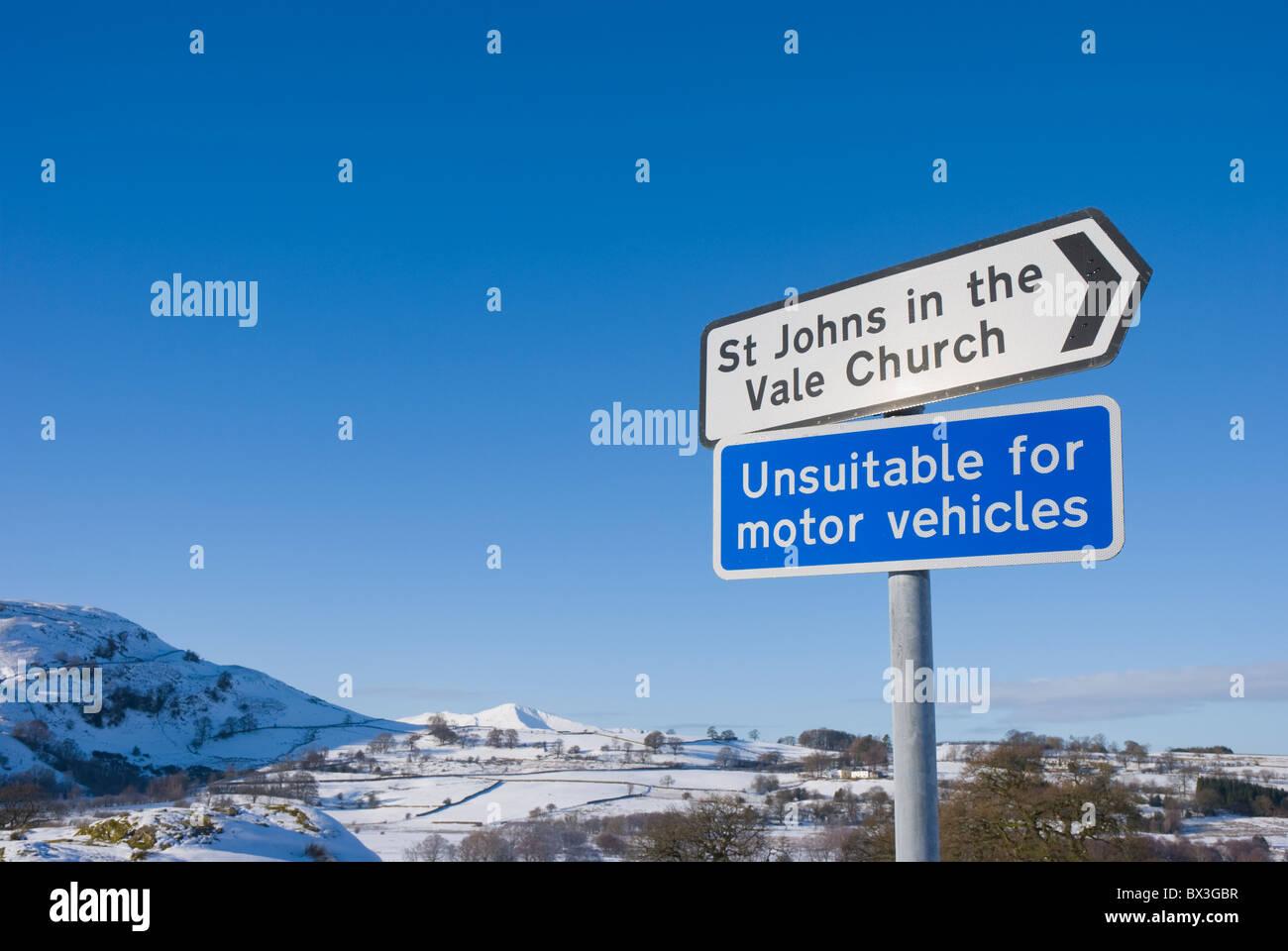 Roadsign for unsuitable road, near Keswick, Lake District, Cumbria - Stock Image