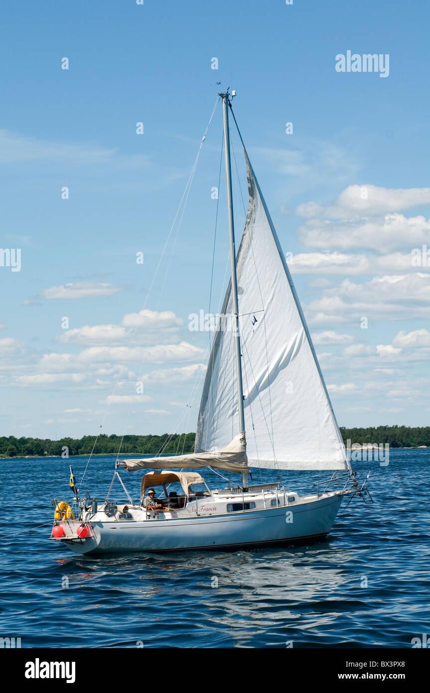 yacht yachting on the stockholm archipelago archipelagos sweden swedish boat boats boating yachts sail sailing sailor - Stock Image