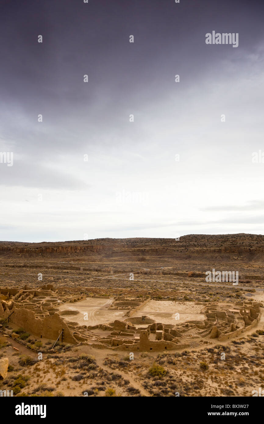 View of Pueblo Bonito from the Pueblo Alto trail in The Chaco Culture National Historic Park in Chaco Canyon, New Stock Photo