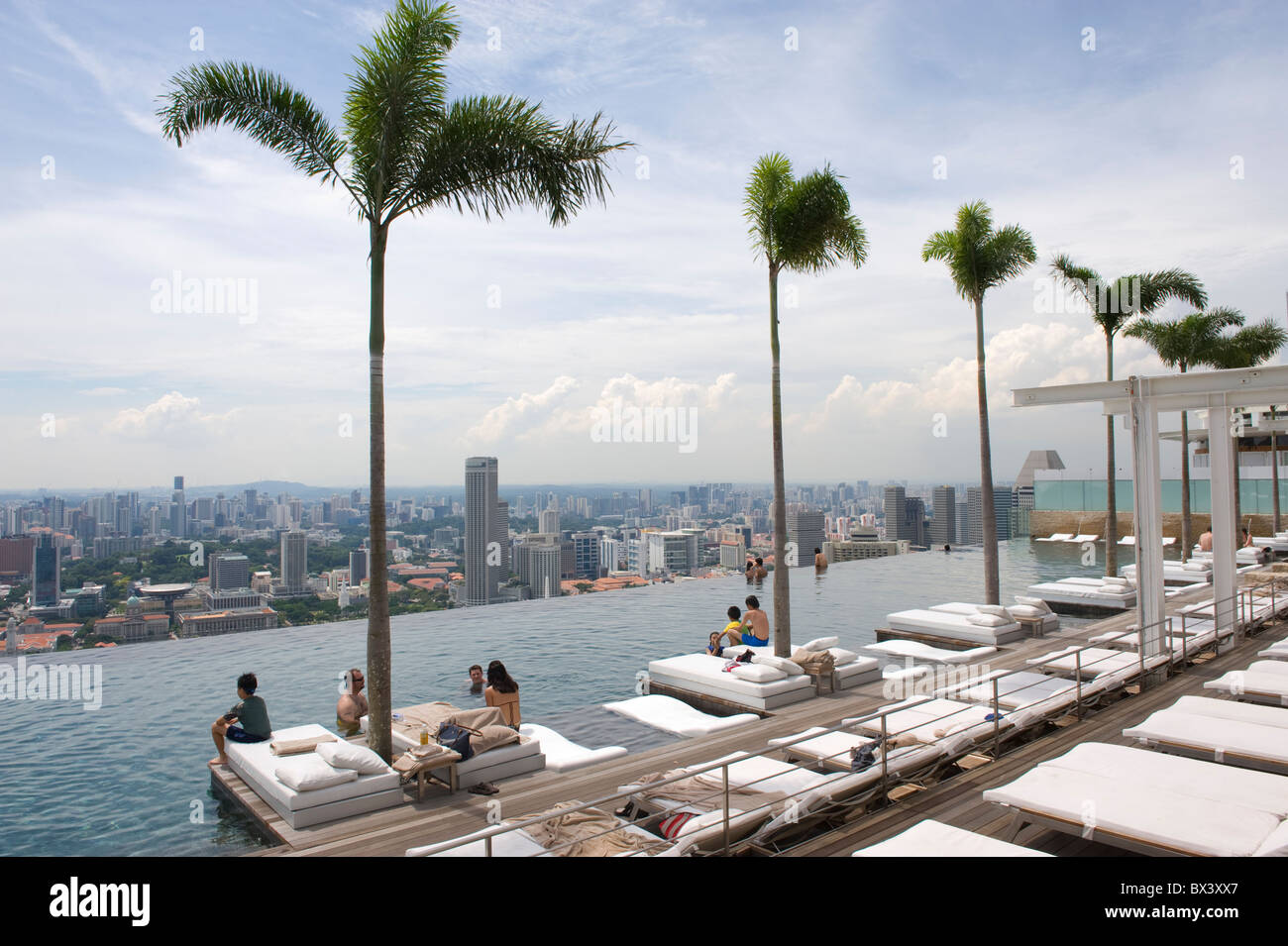 People enjoying the Infinity Pool at the Marina Bay Sands Hotel in Singapore - Stock Image