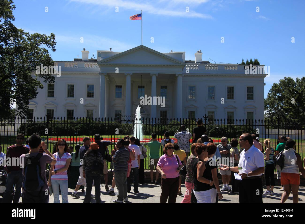 Tourists At The White House 1600 Pennsylvania Avenue Nw Washington D C United States September 5 2010 Stock Photo Alamy