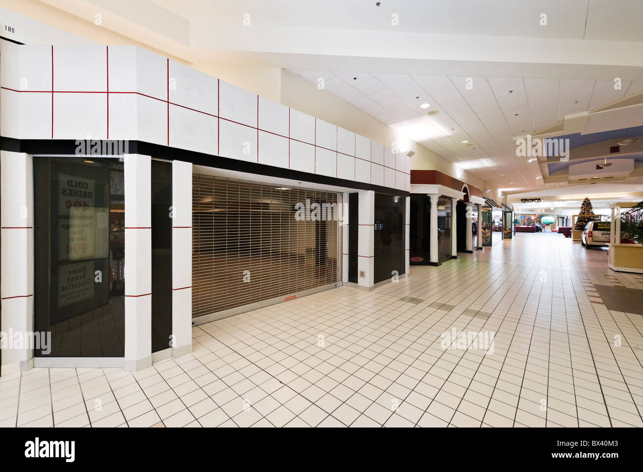 Empty units as a result of the economic downturn, Eagle Ridge Mall, Lake Wales, Central Florida, USA - Stock Image