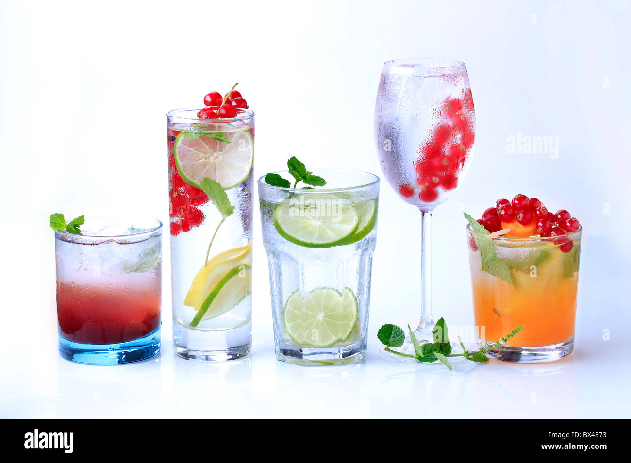 Iced drinks garnished with fresh fruit - Stock Image