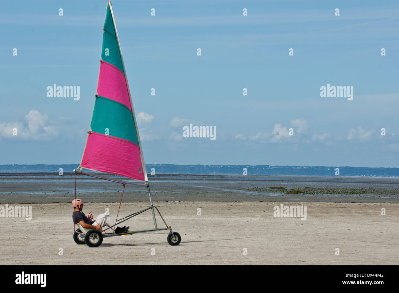 Man land yachting / yacht on a beach - Stock Image