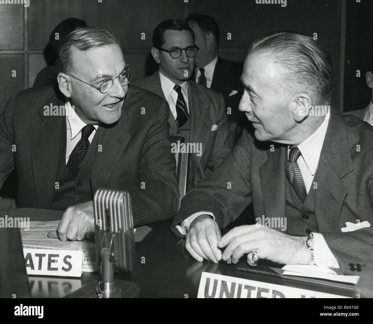 JOHN FOSTER DULLES and SIR ALEXANDER CADOGAN at the UN about 1950 - Stock Image