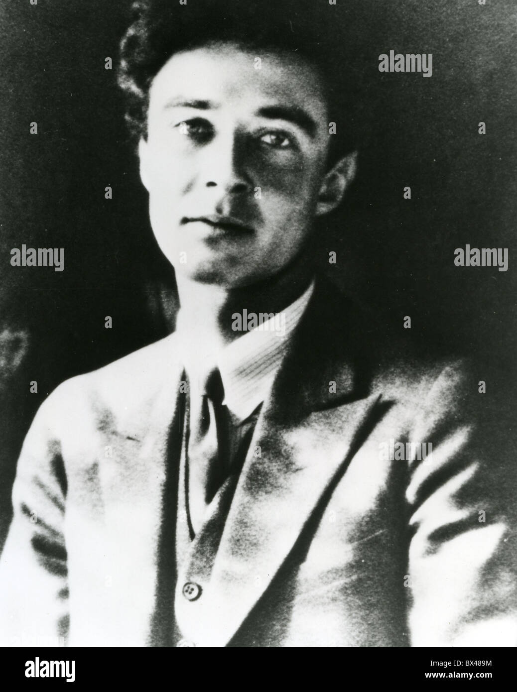 robert oppenheimer manhattan project 18 interesting facts about the manhattan project the manhattan project was one of the major successes in the field of nuclear science the project brought the actual power of nuclear fission reactions and was the perfect combination of science, industry, and technology.