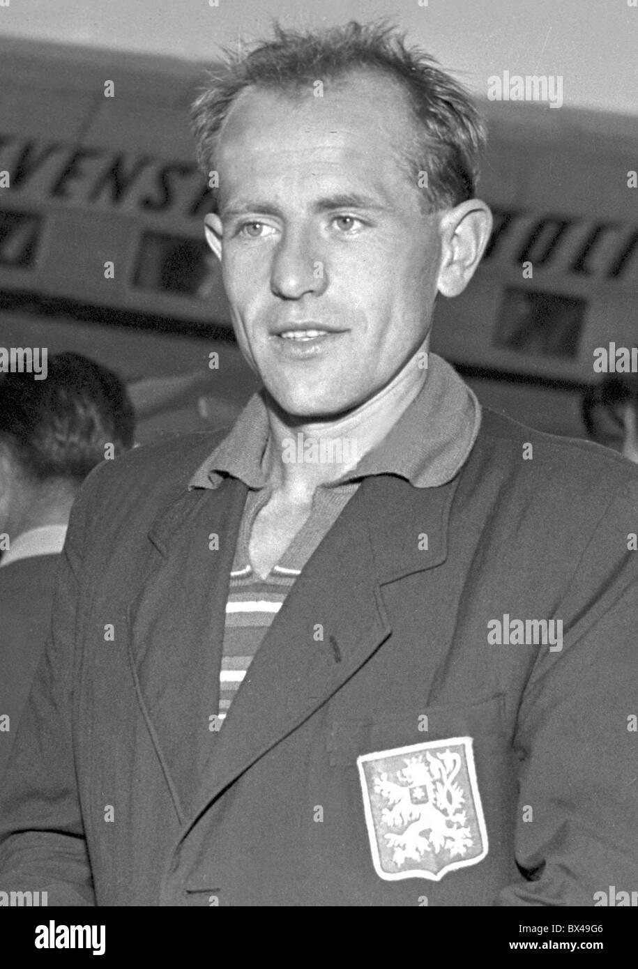 Czechoslovakia - Prague 1950. Multiple Olympic gold medal winner in long distance track Emil Zatopek returnes to - Stock Image