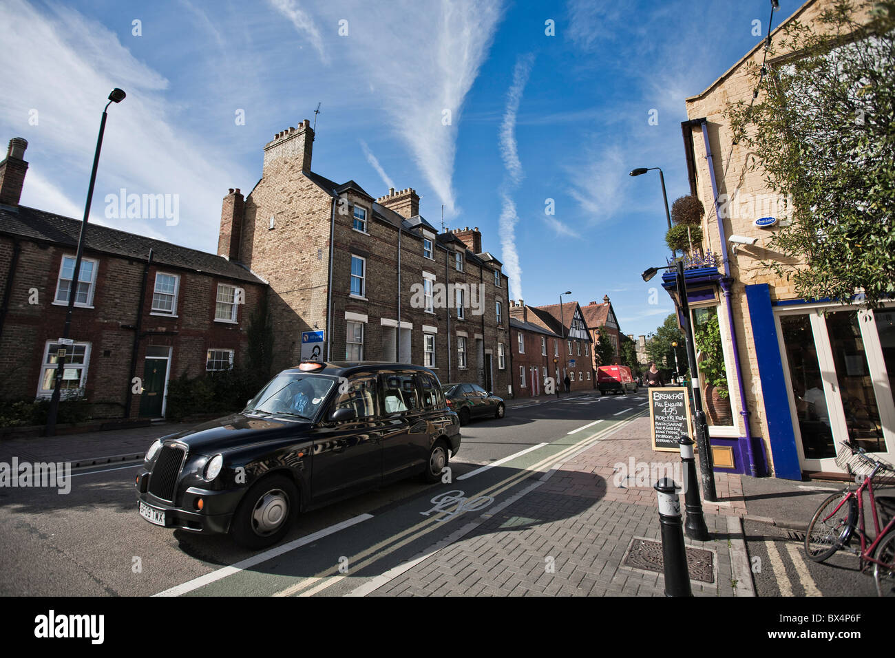 Oxford - Cowley Rd with cab - Stock Image