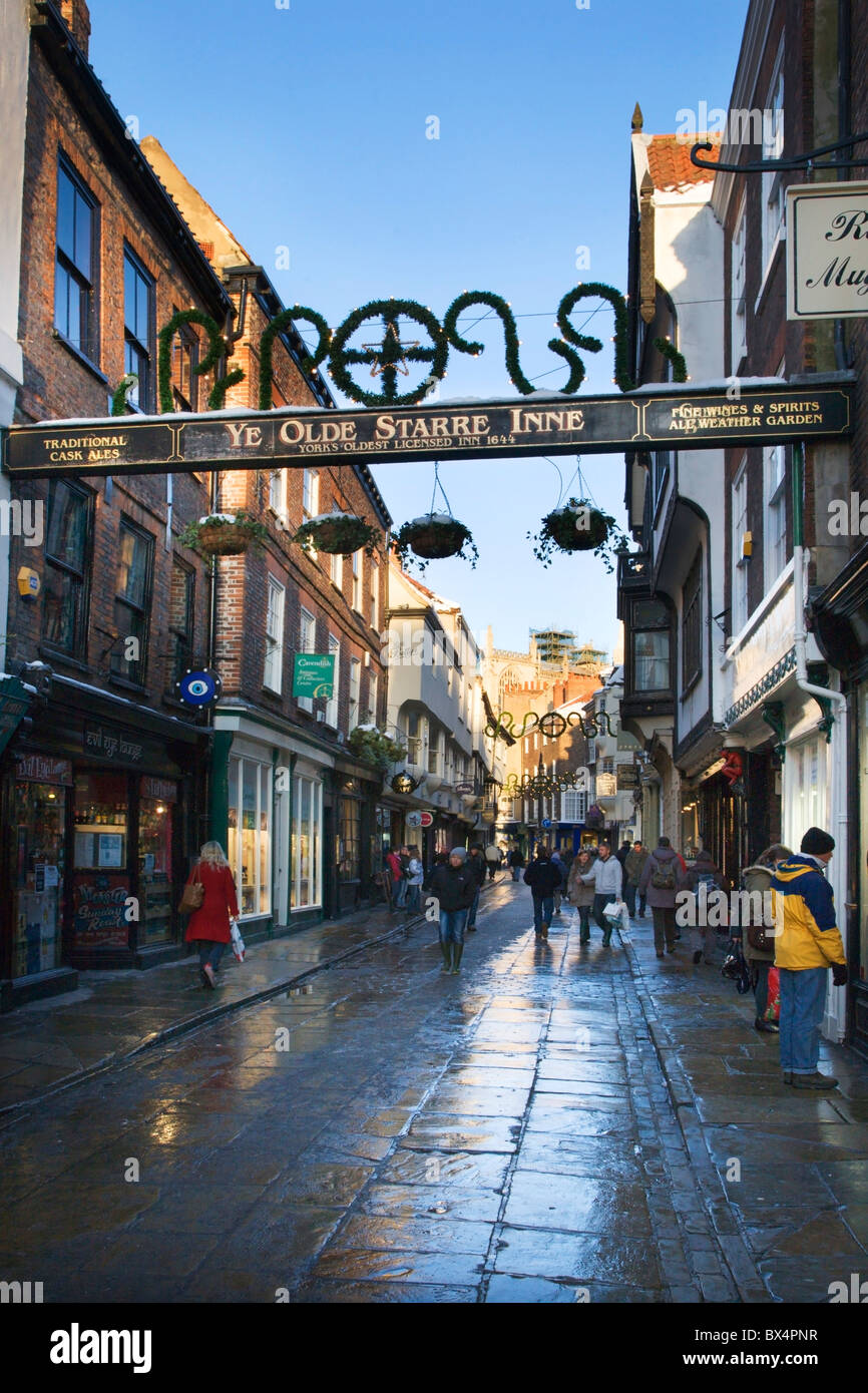 Christmas Shoppers in Stonegate York Yorkshire England - Stock Image