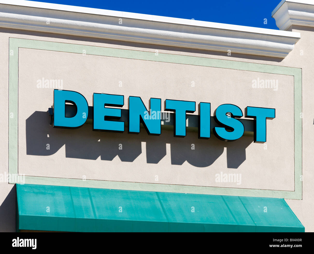 Sign for a Dentist surgery near the Eagle Ridge Mall, Lake Wales, Central Florida, USA - Stock Image