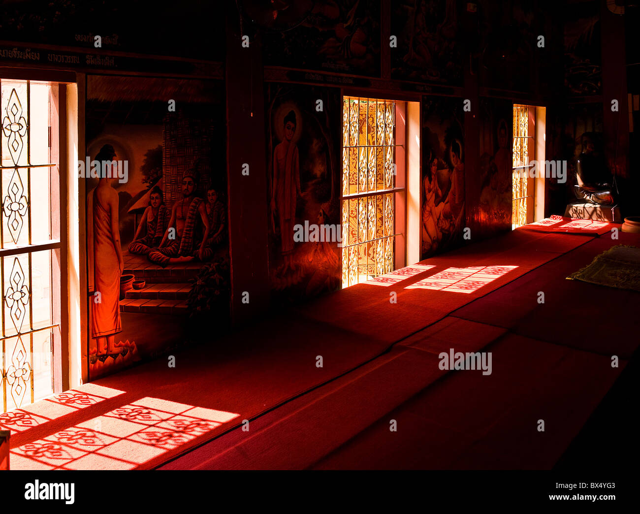 Windows in a building at Wat Buppharam in Chiang Mai Stock Photo