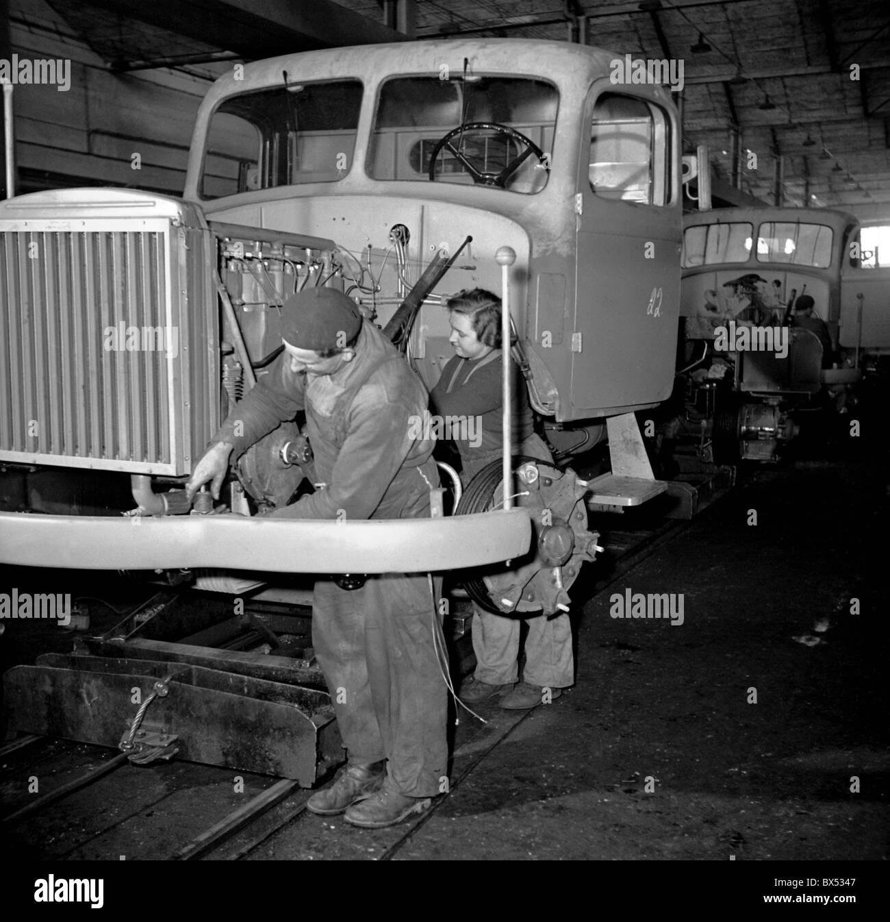 Production of Liaz 706 RS trucks at Liaz factory in Mnichovo Hradiste, Czechoslovakia, 1956. CTK Photo/Karel Mevald - Stock Image
