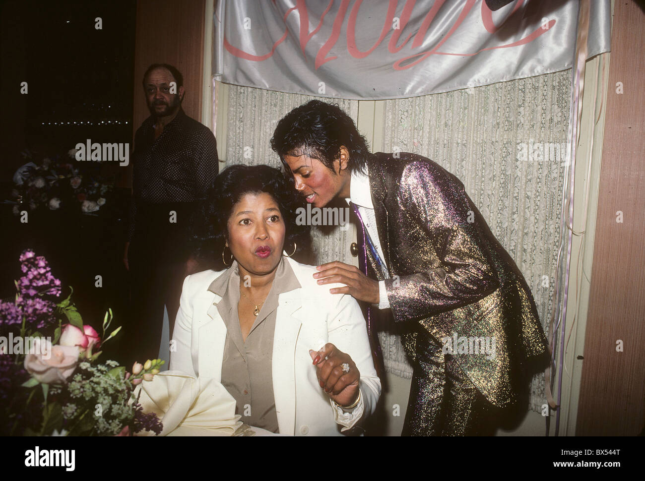 MICHAEL JACKSON with mother Katherine on her birthday 4 May 1984 at a private location in Los Angeles - Stock Image