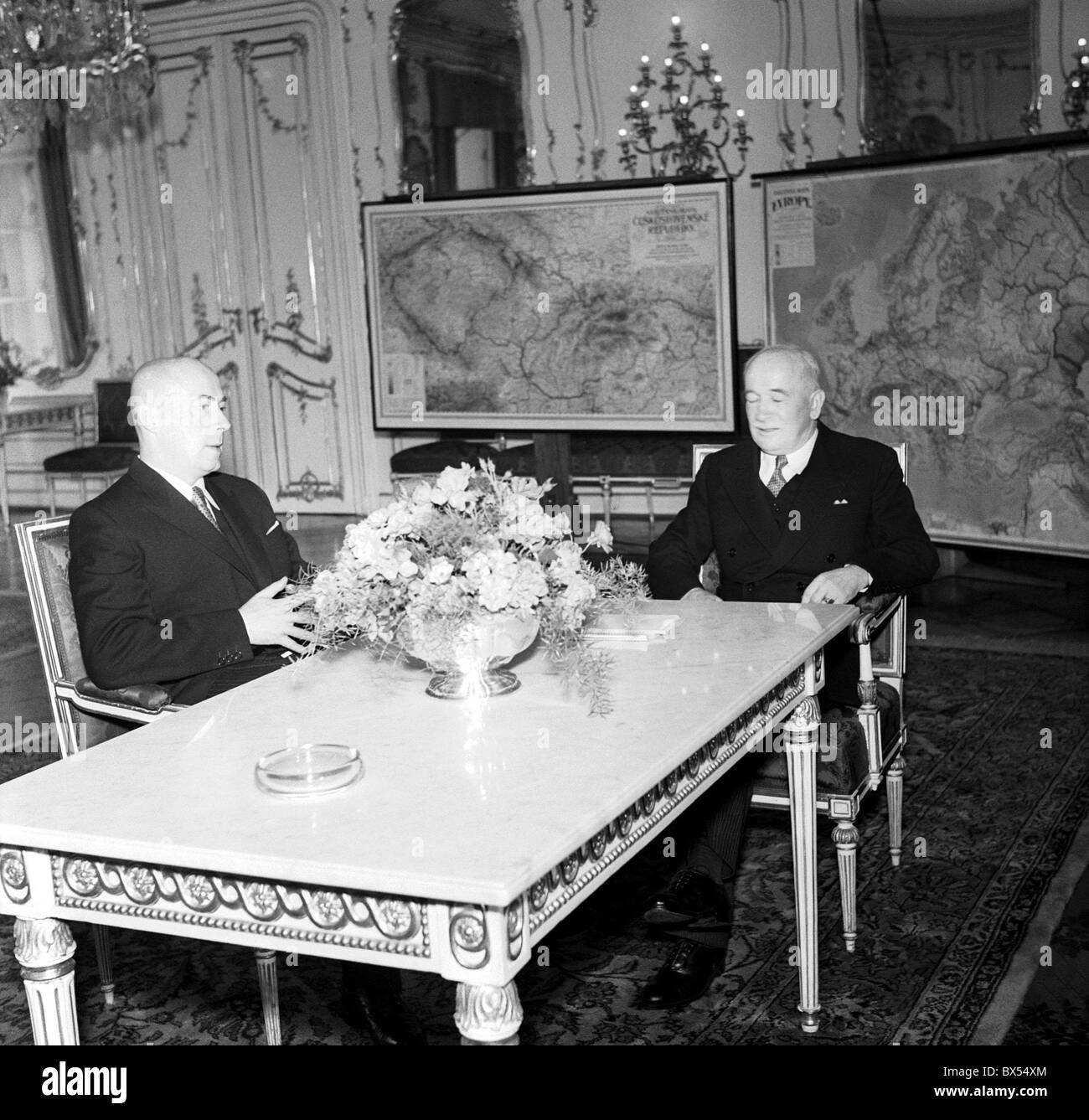 Prime Minister of Poland Jozef Cyrnakiewicz left and Czechoslovak President Edvard Benes during the meeting at the - Stock Image