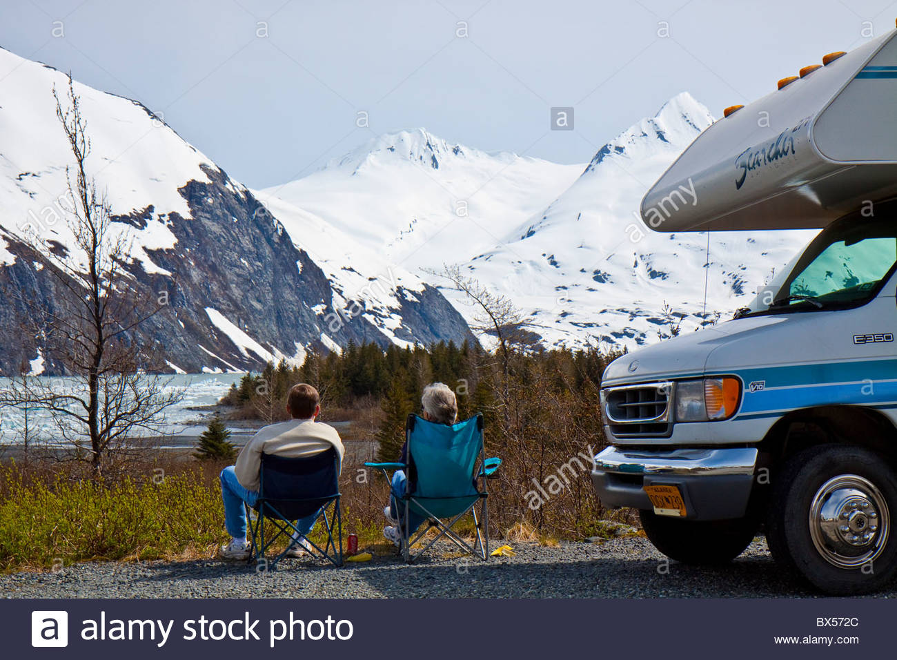 Man and woman relaxing enjoying the view of Portage Lake - Stock Image