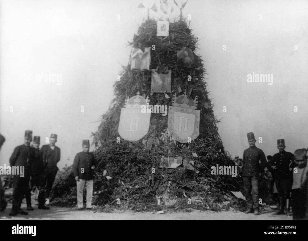 Symbols of Austro-Hungarian Empire are to be burned in Prague Czechoslovakia on Oct. 29 1918 a day after Czechoslovakia - Stock Image