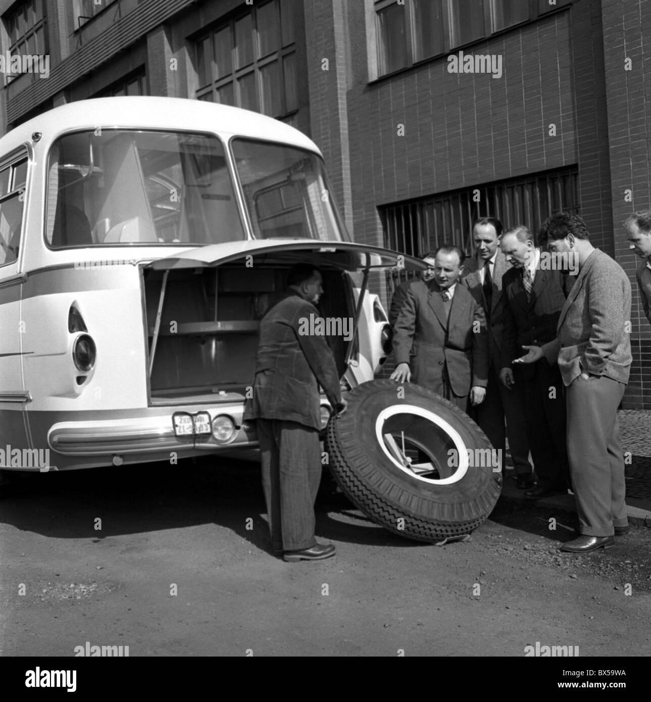 Skoda 706 RTO, flat tire, bus - Stock Image
