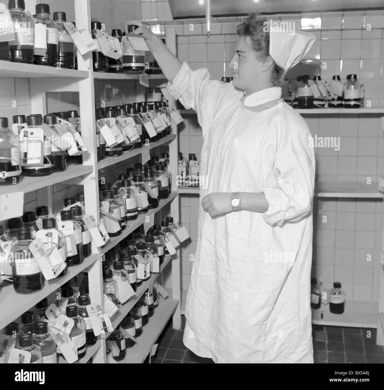 Czechoslovakia - Prague 1950. Nurse works in hospital blood bank. CTK Vintage Photo - Stock Image