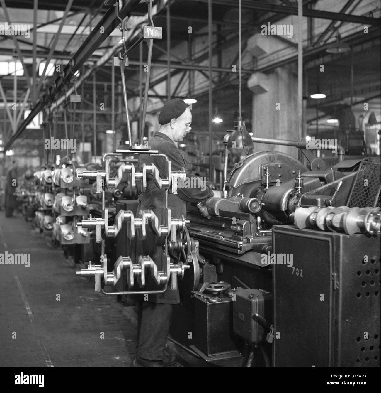 Czechoslovakia 1950 Automobile Factory Engine Production Skoda