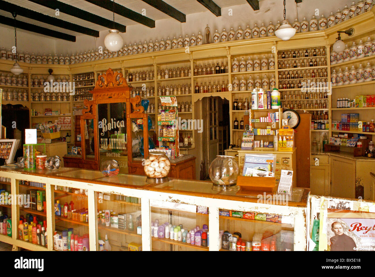 Traditional pharmacy and apothecary shop in San Miguel de Allende, Guanajuato, Mexico - Stock Image