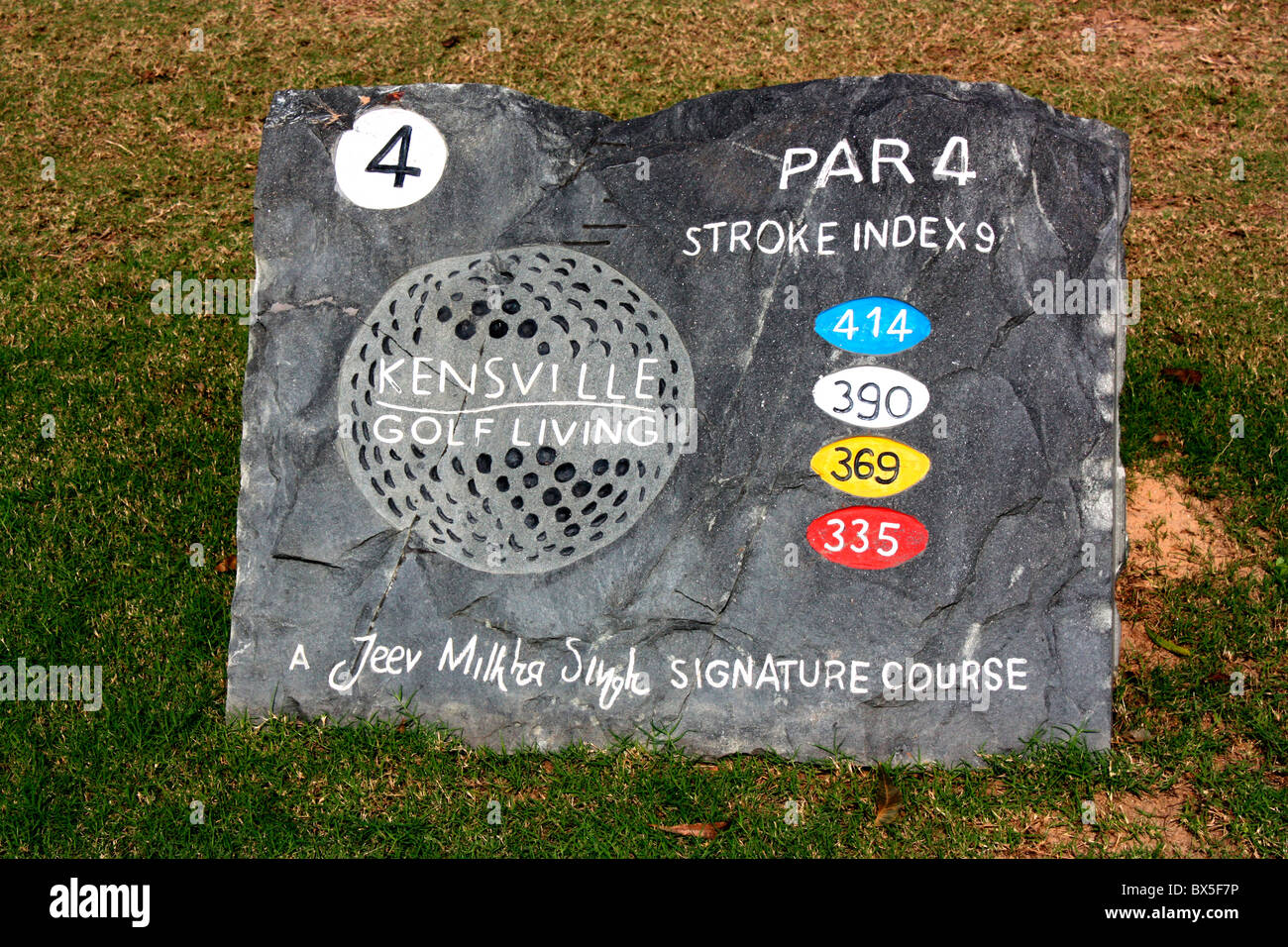 Par 4 yardage information board in a golf course - Stock Image