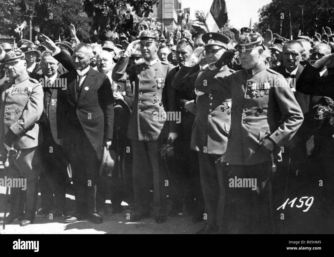 Nazism / National Socialism, parades, German World War One veterans during a parade, 1930s, saluting, Additional - Stock Image