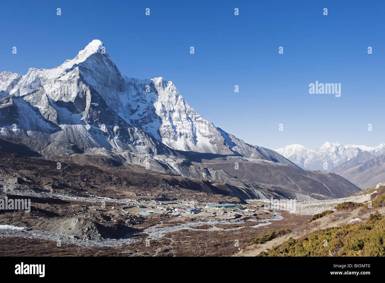 Chukhung resort and Ama Dablam, 6812m, Solu Khumbu Everest Region, Sagarmatha National Park, Himalayas, Nepal, Asia - Stock Image