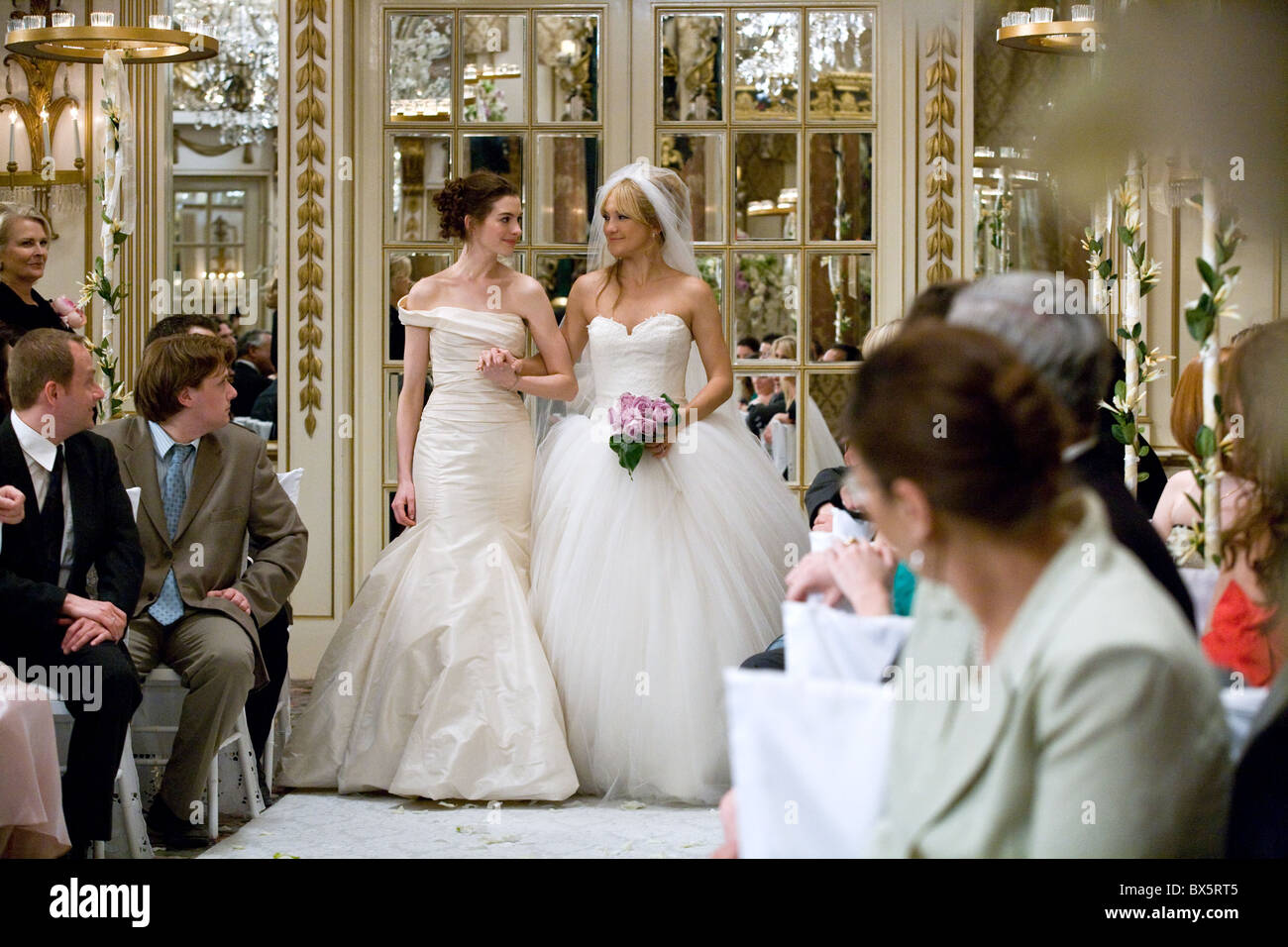 ANNE HATHAWAY & KATE HUDSON BRIDE WARS (2009 Stock Photo: 33319893 ...
