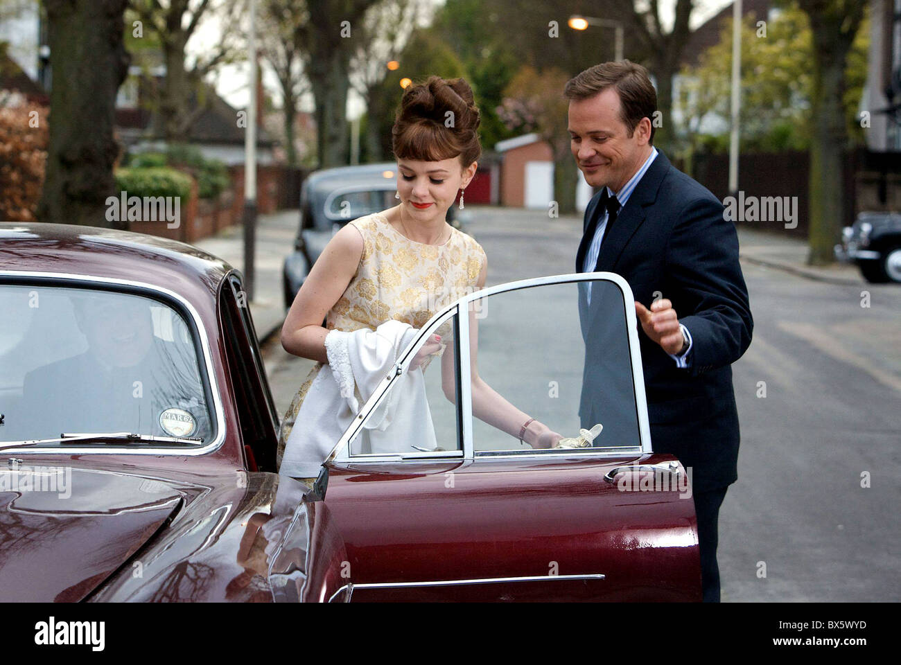 CAREY MULLIGAN & PETER SARSGAARD AN EDUCATION (2009) - Stock Image