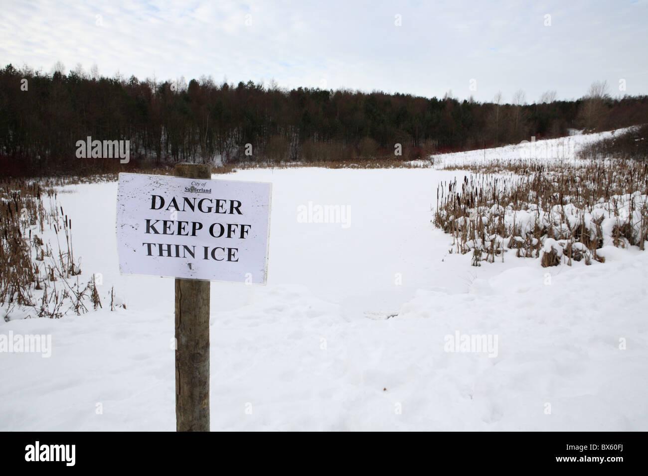 A sign saying Danger Keep Off Thin Ice, James Steel park, Washington, England, UK - Stock Image