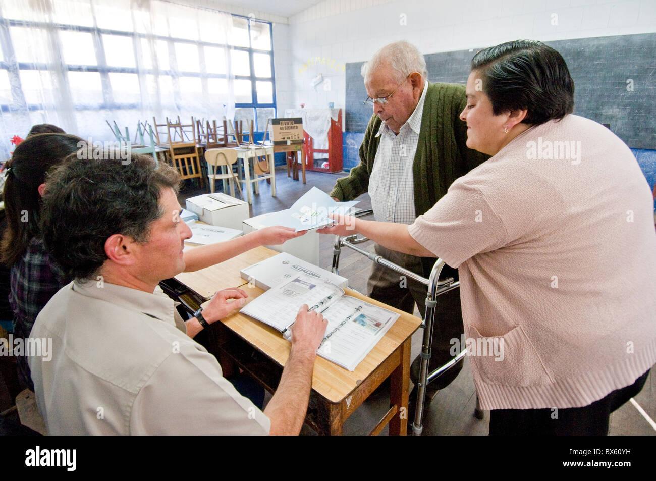 Elderly voter Municipal elections Costa Rica - Stock Image