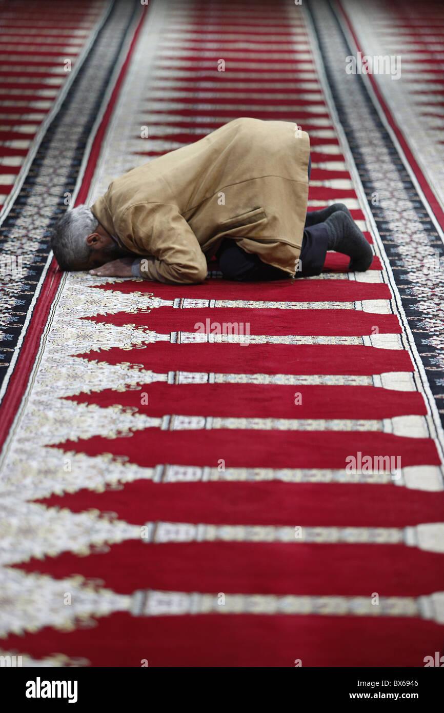 Muslim praying in Prayer Hall in Amman airport, Amman, Jordan, Middle East - Stock Image