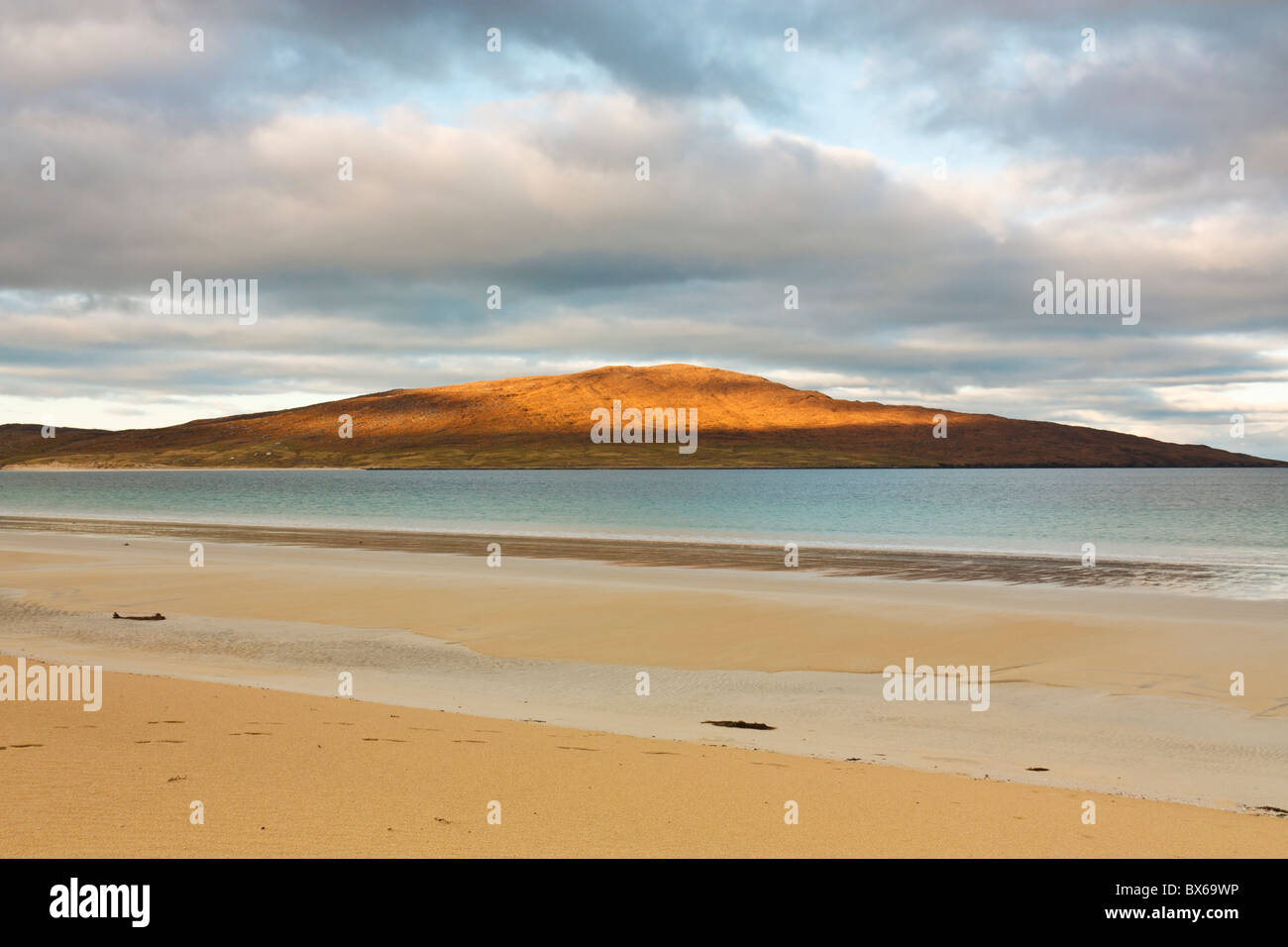 The isle of Taransay lit up through a break in the clouds - Stock Image